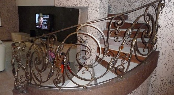 Кованые ограждения в винтовых лестницах
